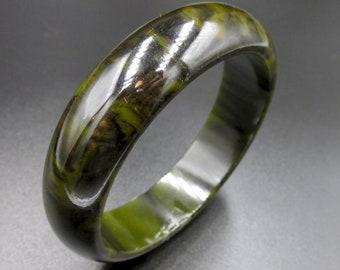 Vintage bakelite vintage half-time bracelet in dark green black marbled