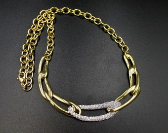 Beautiful vintage necklace plastrons large gold-plated links and diamond imitations