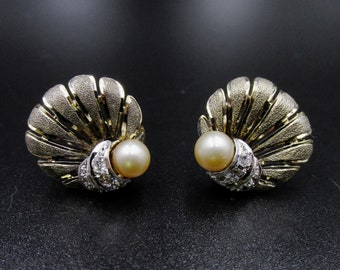 Old vintage art deco style vintage earrings made of silver and vermeil (gold plated), white rhinestones and pearls.