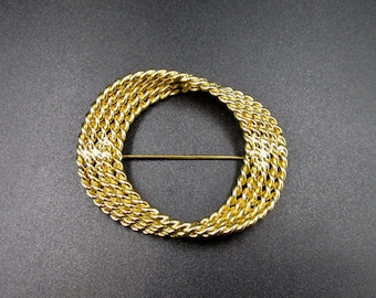 Beautiful vintage ellipse ring brooch in gold colored metal made twisted yarn signed Monet
