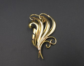 Beautiful vintage Murat brooch, 60s gold-plated vegetable theme.