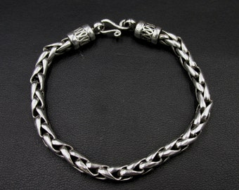 Beautiful chain bracelet in solid silver mesh ears to Indian ethnic style
