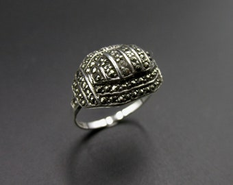 Art deco ring in silver and marcassite, origin Germany, size 52.5