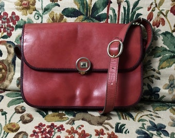 Nice little vintage Jacques Esterel shoulder bag in soft pink burgundy leather