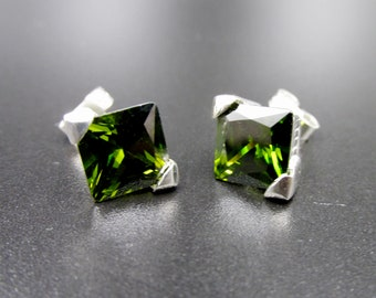 925 silver chip earrings set with a square-size imitation in green