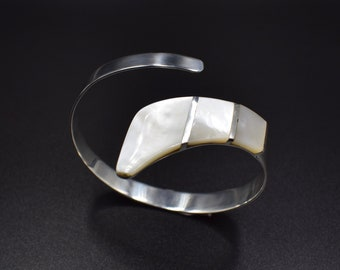 Vintage open Bangle in Sterling Silver decorated with White Pearl