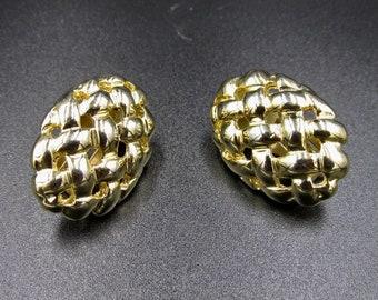Vintage earrings clip gold metal criss-cross pattern oval, woven pattern, wicker basket, pineapple