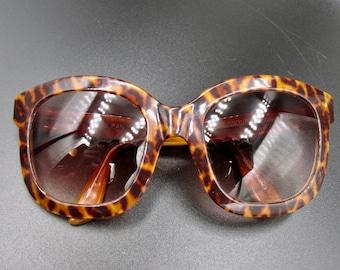 Vintage sunglasses Emmanuelle Khanh, optical sport, made in France 6480 PAN Leopard color.