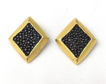 Earrings clip vintage diamond in gold metal and black decoration galuchat effect.