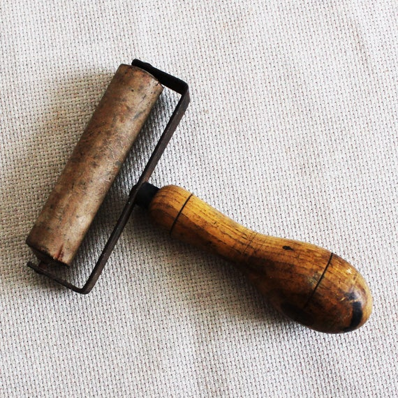 Vintage Small Wooden Roller Wall Paper Seam Roller Wallpaper Seam Smoother Hand Rolling Tool For Crafter Primitive Farmhouse Cottage Decor