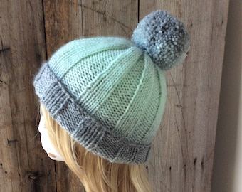 Woman's Pom pom Ribbed Hat