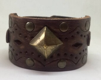 Brown leather cuff bracelet for women Leather wrist cuff for her Leather bracelet Metal cuff bracelet Leather boho cuff Leather jewelry Med