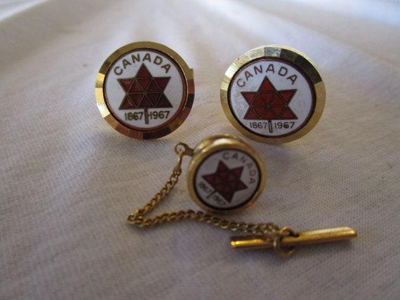 Retro Diamond Engraved Canada Centennial Gold Tone Enameled Cuff Links /& Tie Tack