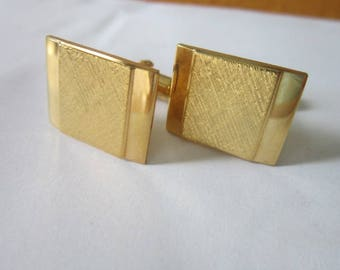 Vintage Gold Tone Fancy Amway Men's Cuff Links