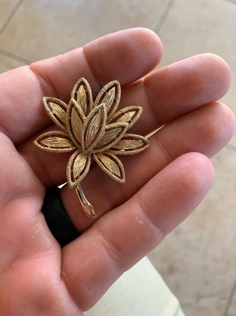Vintage Designer Avon Brushed Gold Tone Large Flower Brooch