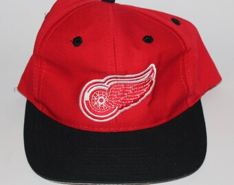 a70d4a921a9 Vintage 90s Clothing NHL Logo 7 Detroit Red Wings Hockey Adjustable Men One  Size Fit All Adult Retro Logo Two Tone Snapback Baseball Cap Hat