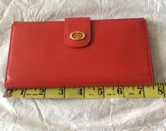 e05211ea37f Authentic Vintage Gucci Classic Red Leather Wallet Great Condition