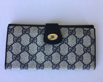 64671f5ae78 Authentic Vintage Gucci Blue Canvas Bifold Wallet Used
