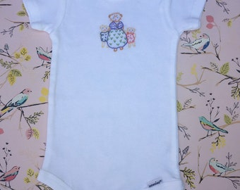 Hand Embroidered 3-9 Month Cotton Onesie of Mama Kitty with 2 Kittens
