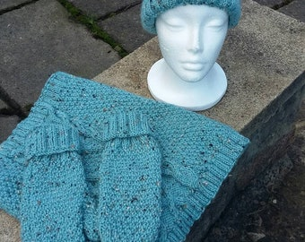 3f42cb4c7bfa6 Hand knit hat scarf