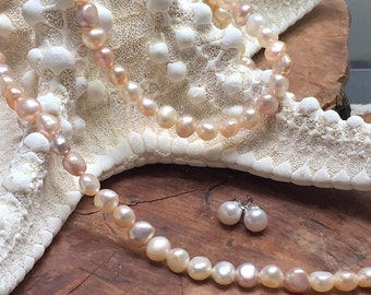 pearl jewelry set / necklace / bracelet and ear-studs / freshwater pearls / natural / untreated