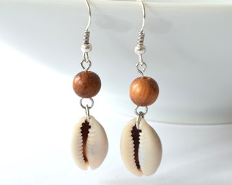 Ibiza style earrings with bayong wood bead | kauri shell | bohemian earrings | Silver earrings | BohoDuck