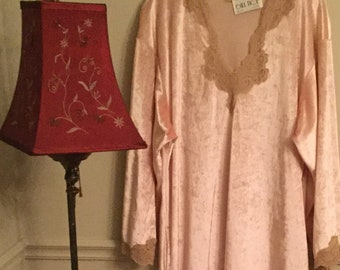 Wonderful Vintage BILL TICE velvet effect Nightgown c9f065f16