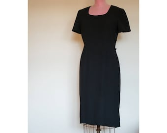 4063f1e5bd 1990s Maggy London black dress with tuxedo buttoning