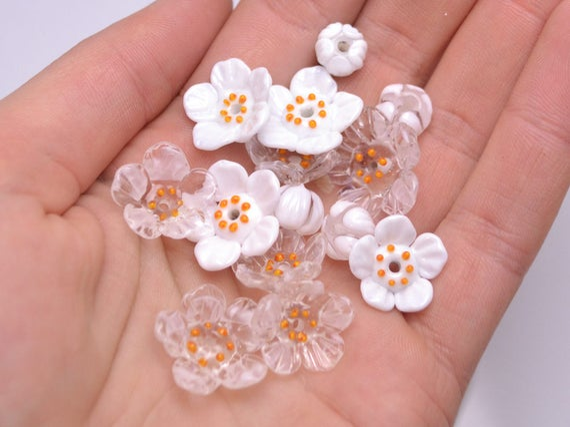 5 HONEY GLASS BEADS WITH WHITE//YELLOW FLOWERS