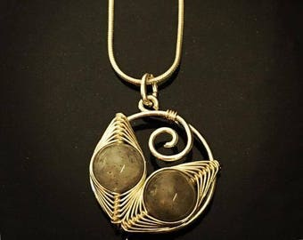 Sterling silver wirework pendant with Labradorite
