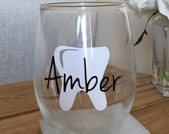 Dental hygienist wine glass. Dental hygienist gift. Dental assistant wine glass. Dental assistant gift. Dentist gift. Dentist wine glass.