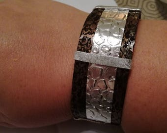 Bracelet with silver coloured flatwire and jewellery fabric with print