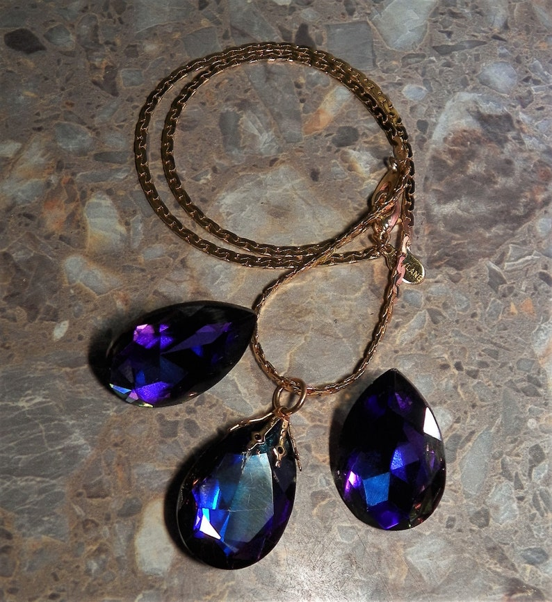 Purple Blue Glass Crystals w Gold Tone Chain Necklace Nice Gift! VINTAGE PARK LANE Designer Signed Pendant Necklace /& Earring Jewelry Set