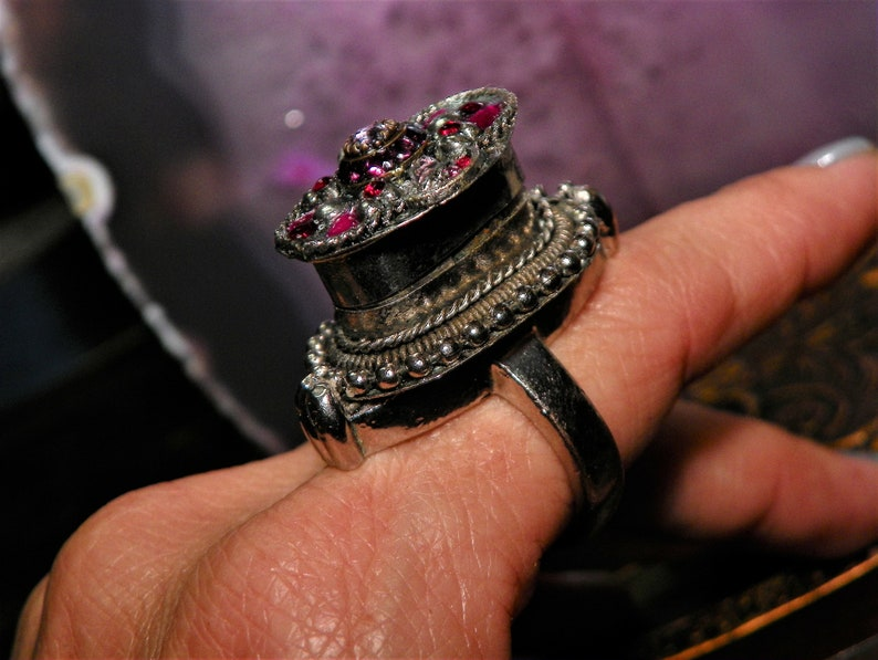 Would Make Great Gift! VINTAGE POISON RING Ornate /& Unique This Antique Jeweled Silver Tone Ring Is Accented By Purple And Red Rhinestones