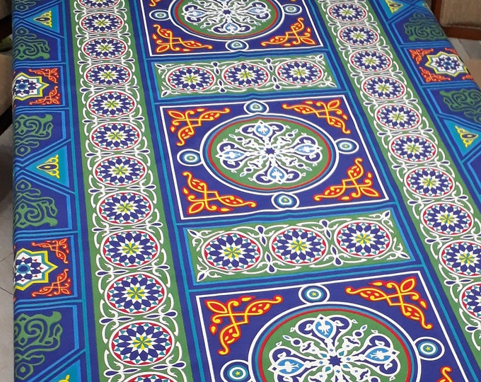 Tissu au mètre égyptien en coton avec des mandalas bleus multicolores. Produit ethnique idéal pour la décoration de la maison
