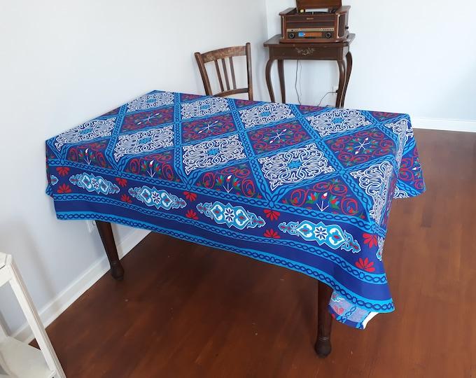 Nappe ethnique bleue tissu khayamiya aux couleurs de l'Egypte fleurs de lotus arabesque tenture égyptienne coton jeté de fauteuil