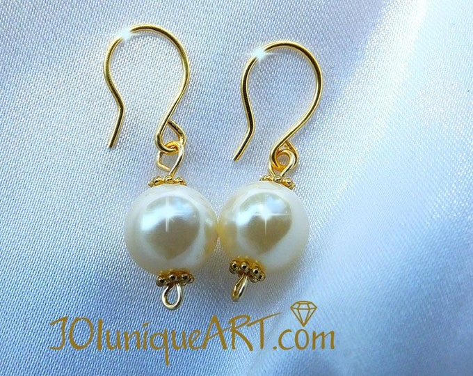 Pearl Earring Gold plated, Earring on sterling silver hook Gold Plated.