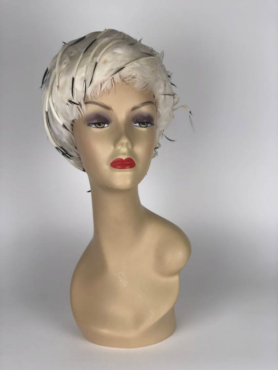 1960s Christian Dior feather hat - image 1