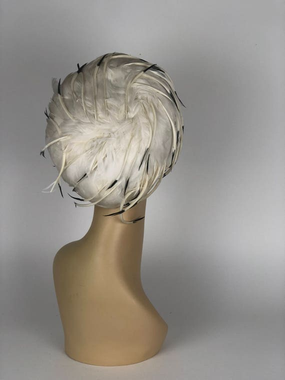 1960s Christian Dior feather hat - image 2