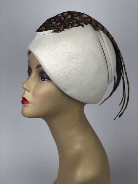 1950S White Felt Hat With Pheasant Feathers Design