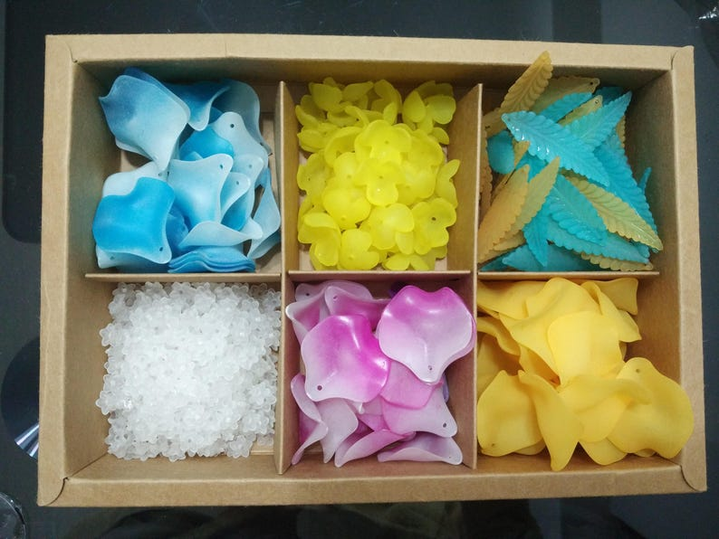 Bulk 180pcs Mixed flower collection box set,colorful Acrylic Frosted flower  petal Beads,petal flower beads,flower Charms,Resin flower Beads