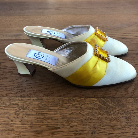 Yellow shoes,Pale yellow satin vintage shoes,slip