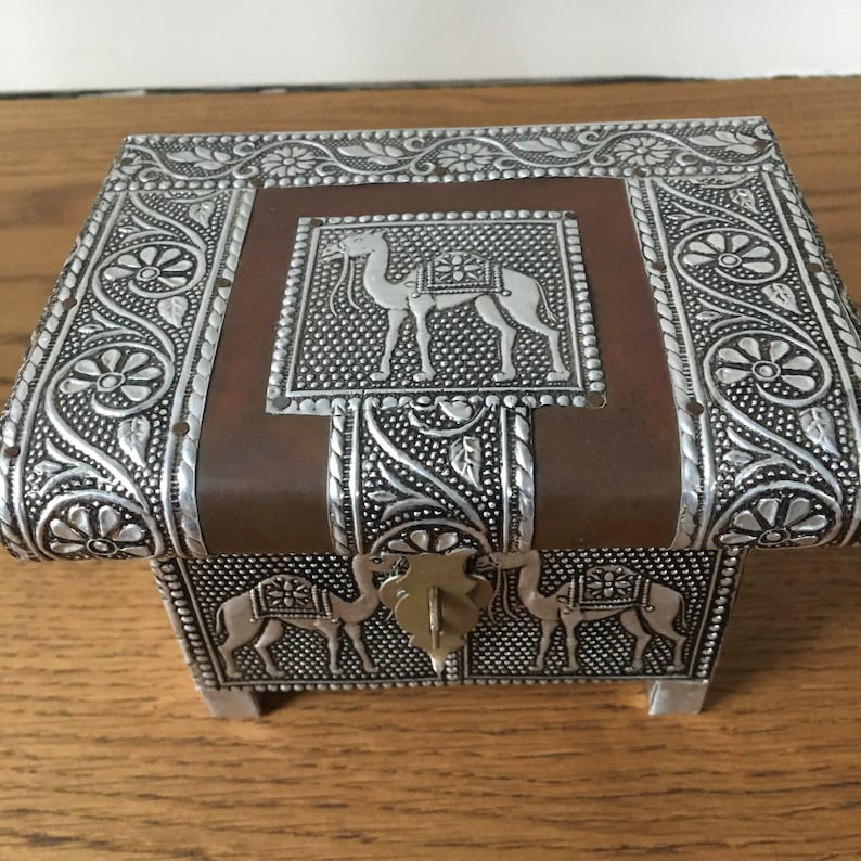 Vintage,trinket box,copper trinket box,pressed tin,vintage jewellery box,Egyptian style trinket box,handmade jewellery box,camal trinket box