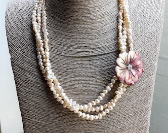 Necklace with triple strand of pearls of river cream and pink mother of pearl flower, Hand made (C3)