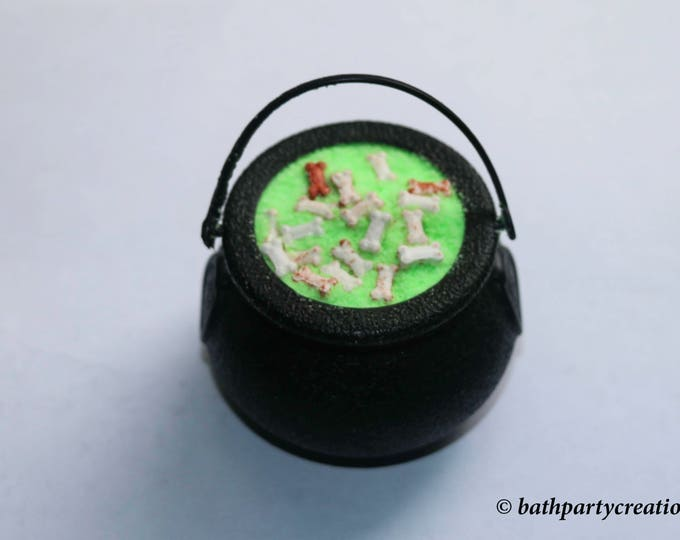 Witches Brew Foaming Bath Bomb Cauldron