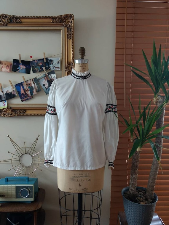 Vintage Early 70s White Folk Style Shirt With Embr