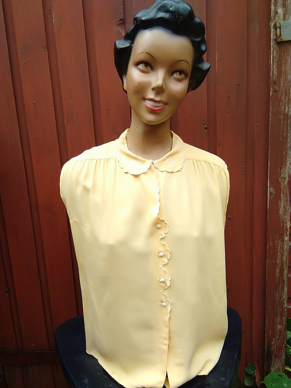 1930s/40s  yellow blouse
