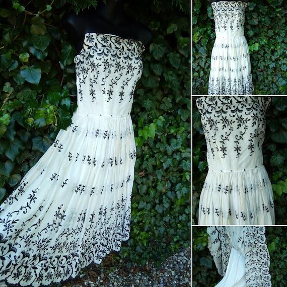 1950s black and white strapless dress