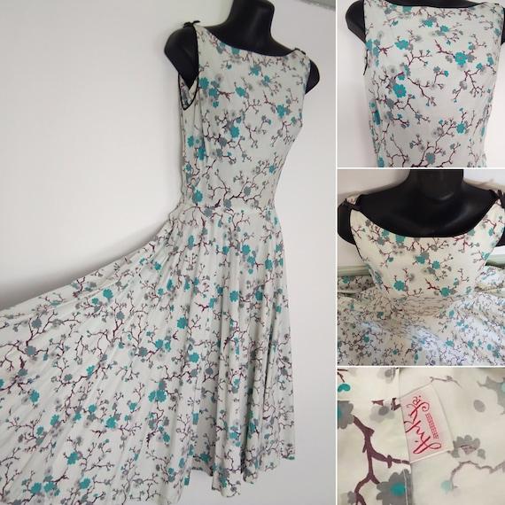 1950s floral novelty print , boat neck dress