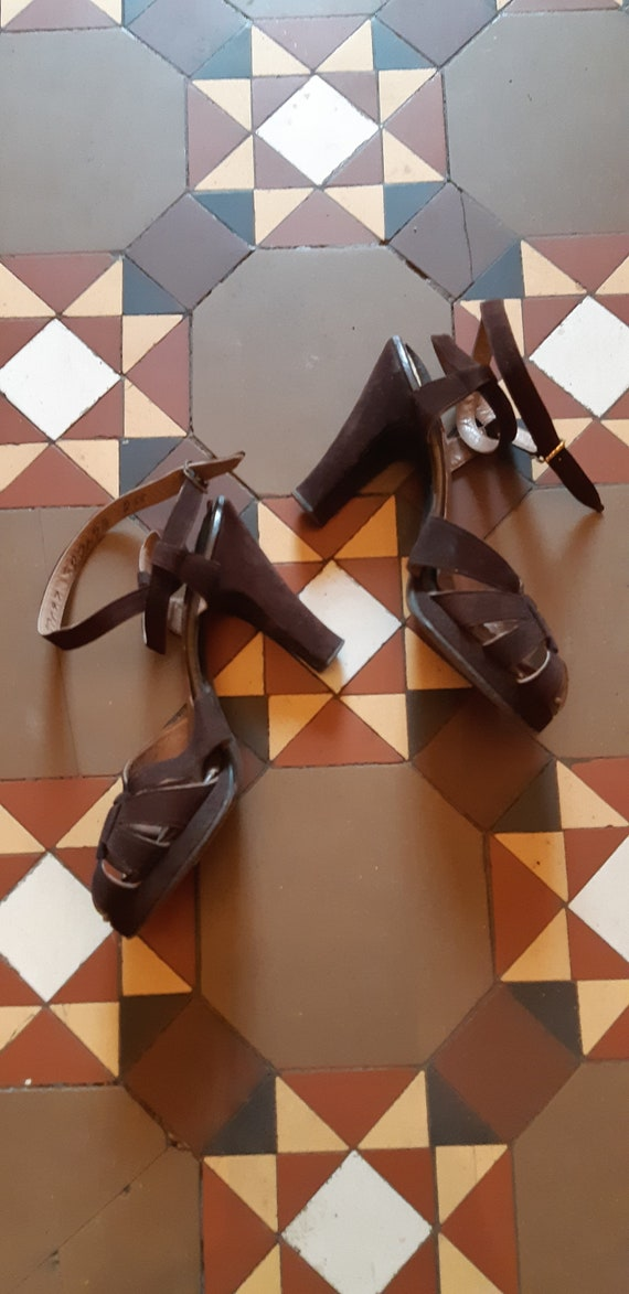 1940s Brown suede heels